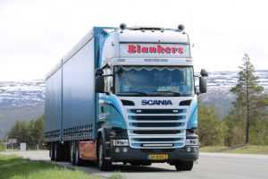 Efficient travel and transport with a double deck trailer